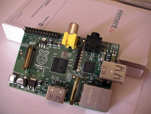 Un Raspberry Pi tout neuf, juste sorti de sa boîte !