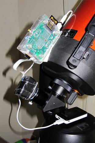 Le Raspberry Pi et son module Caméra fixés sur le télescope Celestron