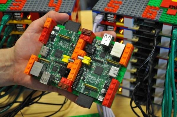 Un module du supercalculateur monté avec des Lego