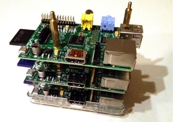 Empilage des Raspberry Pi séparés par des entretoises