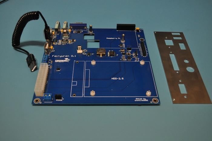 Carte Fairywren avec face arrière du boîtier mini-ITX