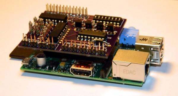 La carte opto-pi installée sur un Raspberry Pi