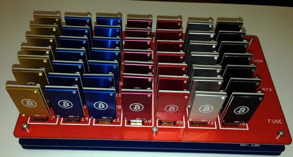 Hub USB 49 ports garni de clés pour le mining