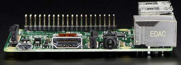 Raspberry Pi Model B+ - De gauche à droite : Micro USB d'alimentation, HDMI, audio/video analogique