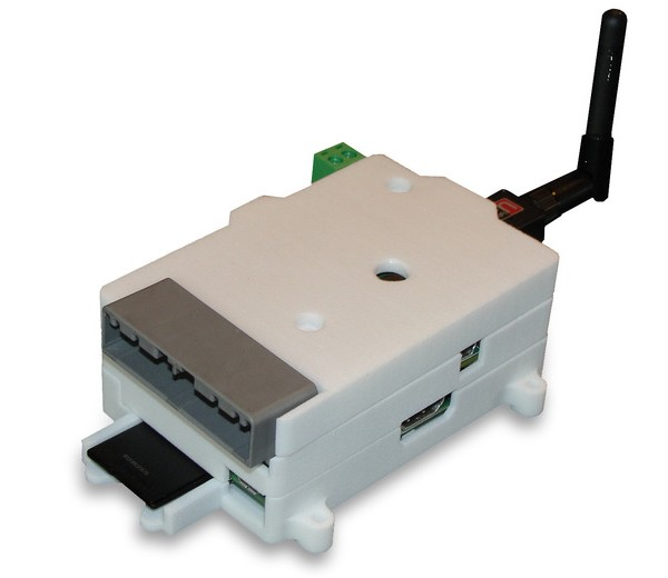 L'ensemble carte RIO + Raspberry Pi + caméra + adaptateur WiFi dans son boîtier