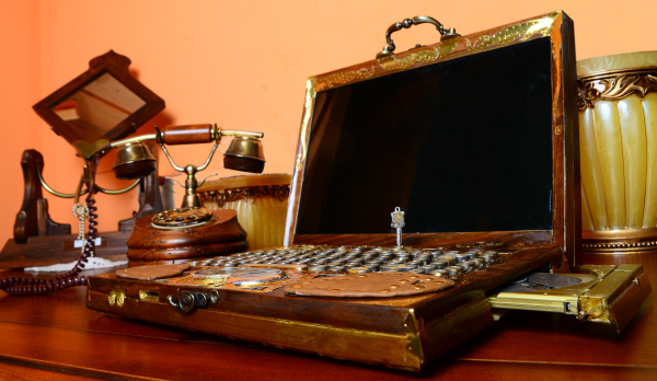 the_steampunk_laptop_by_zackary-600px