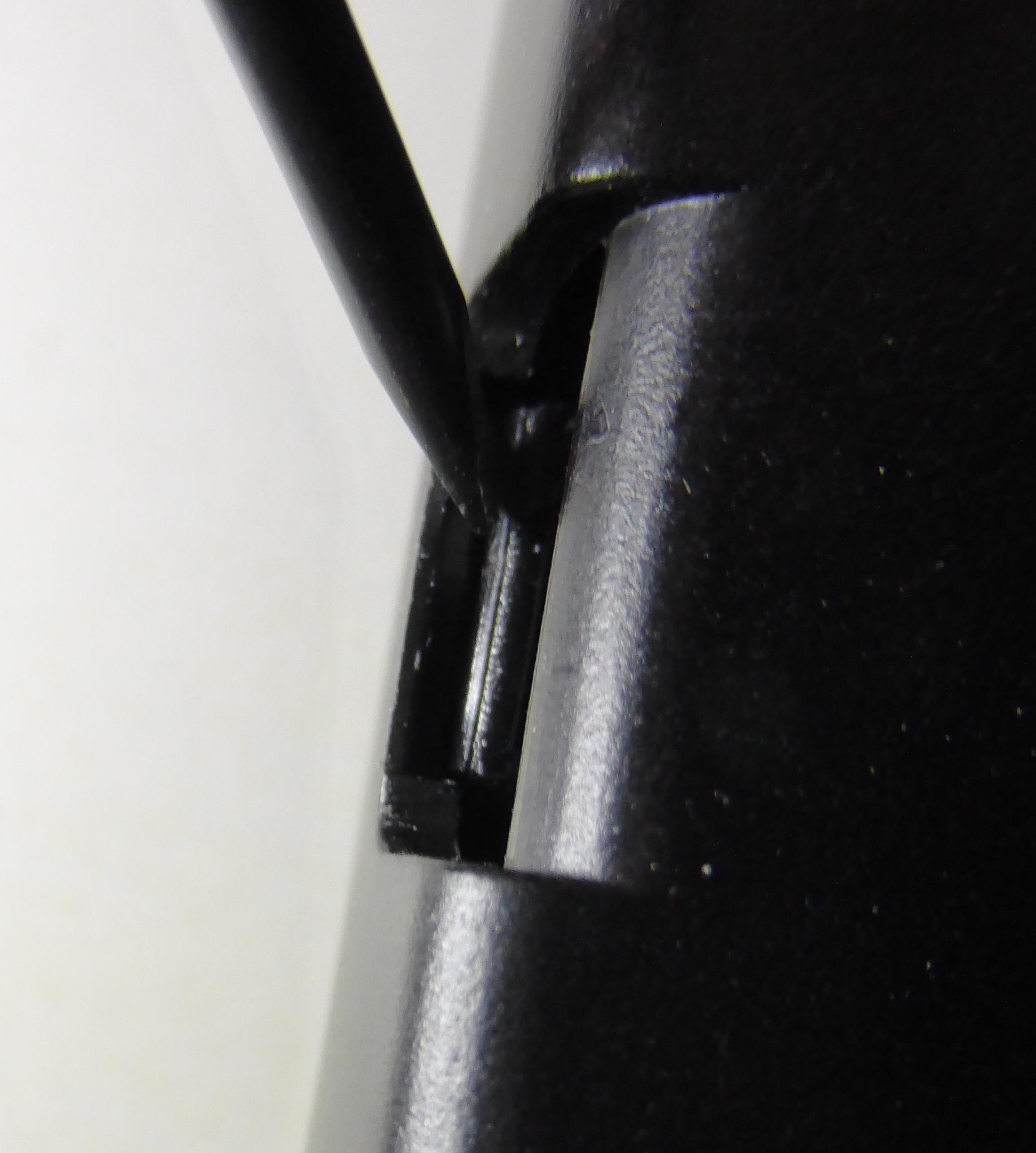 Ouverture du boîtier avec un tournevis