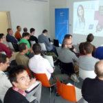 Antoine commence par une présentation d'ENI, organisateur de la conférence