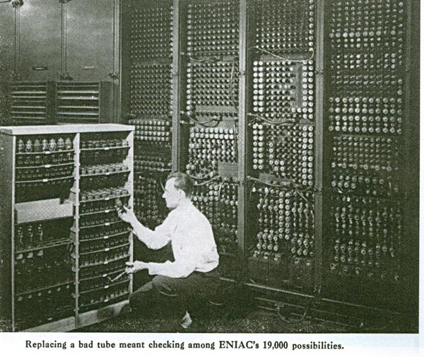 remplacement d'un tube parmi... 19 000 sur ordinateur ENIAC