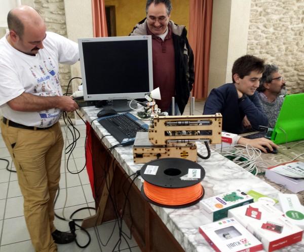 Courthézon - En visite à CourTechZone - Alan remonte le matériel