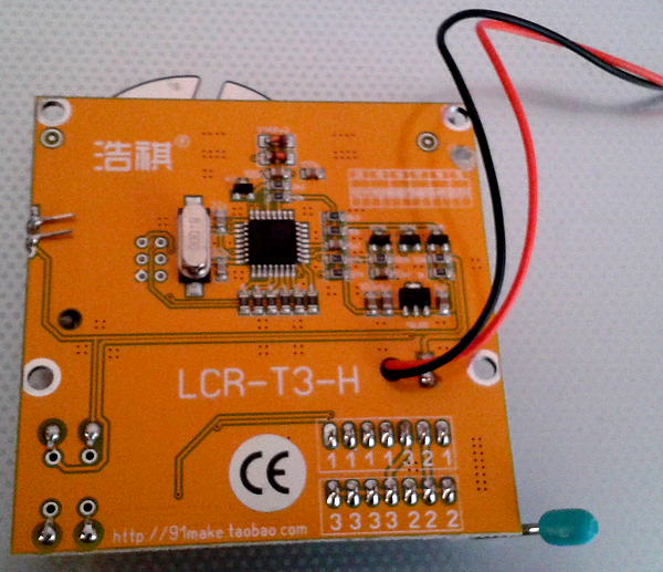 testeur_composants_-lcr-t3 photo de la face arrière de l'appareil - Côté composants