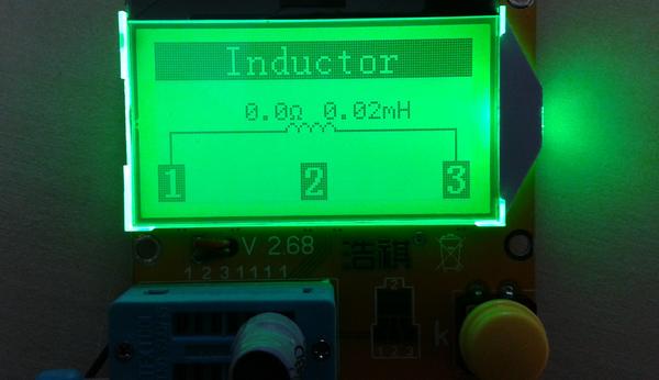 testeur_composants_-lcr-t3 photo de l'appareil montrant le résultat d'un test d'inductance.