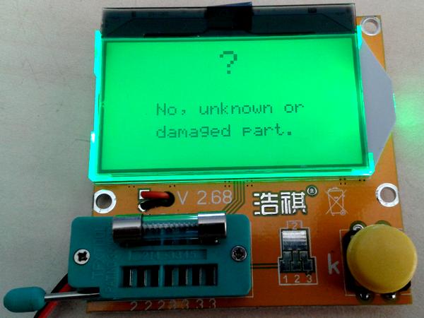 testeur_composants_-lcr-t3 photo de l'appareil montrant le résultat d'un test de fusible avec un message d'erreur