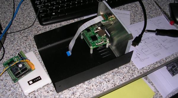 Début du montage du timelapse : montage du Raspberry Pi et de l'adaptateur HDMI
