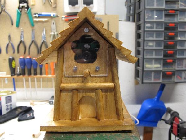 Maison d'oiseau convertie en caméra de surveillance
