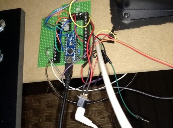 Le PCB et les câbles.