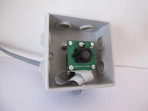 Webcam du Raspberry Pi dans une boite électrique