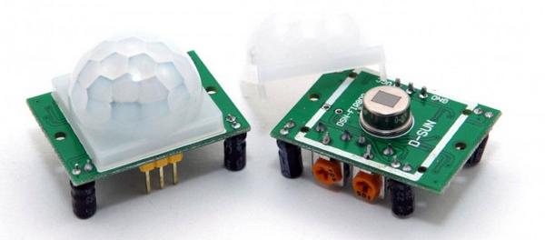 Modules HC-SR501 avec et sans lentille. Auteur inconnu